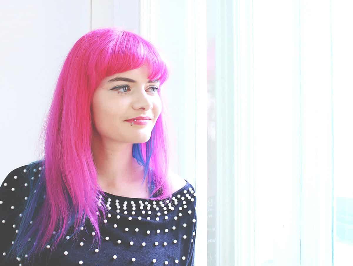 Lucia Clara Rocktaaeschel Portrait vor hellem Fenster