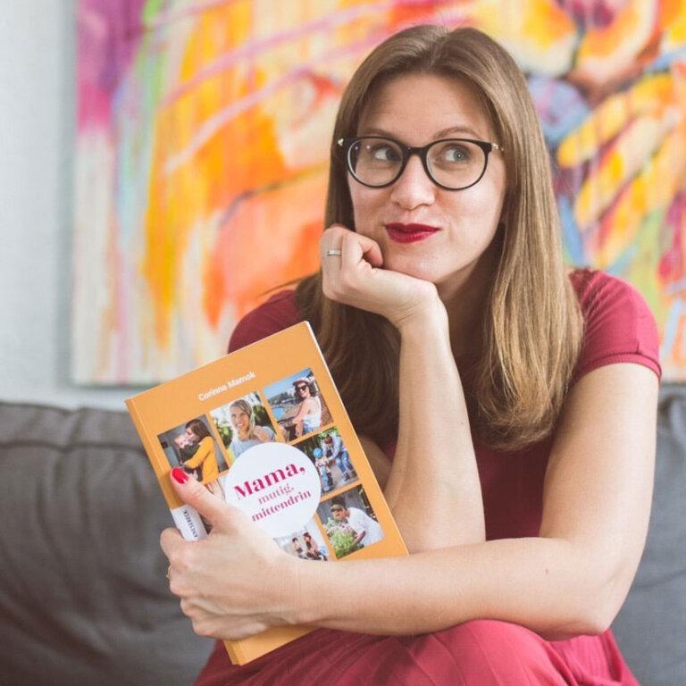 Read more about the article Corinna Mamok: Wie findet man seinen eigenen Weg als Mama? [Podcast]
