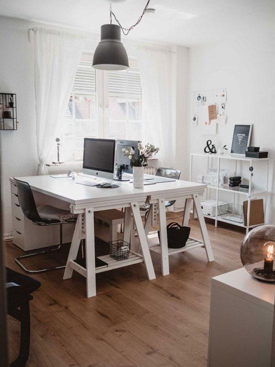 mindandstories Büro mit Schreibtischen
